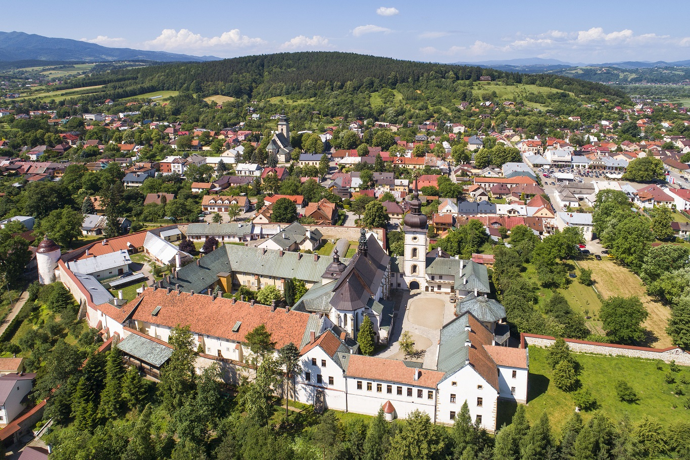 Stary Sacz, 29.05.2018 r. lotnicza panorama miasta - klasztor Klarysek. EU, PL, Warm-Maz. Lotnicze.