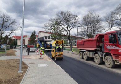 Bezpieczeństwo przede wszystkim – remont drogi, zatoczki i parking przy szkole w Barcicach